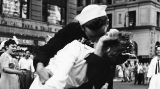 VJ-Day-Kissing-the-War-Good